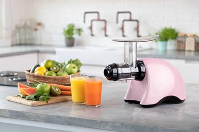 Sana Juicer EUJ-707 Pink lifestyle